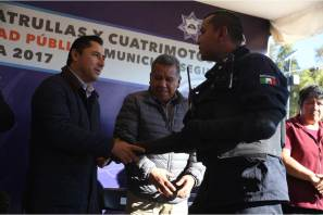 "Opera ""Municipio Seguro"" en colonia 11 de Julio; alcalde Raúl Camacho entrega motopatrullas para este sector"