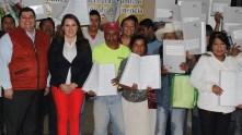 Se entregan escrituras a familias de Tasquillo2