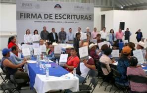 Certeza jurídica para 113 familias con firma de escrituras en Mineral de la Reforma 5