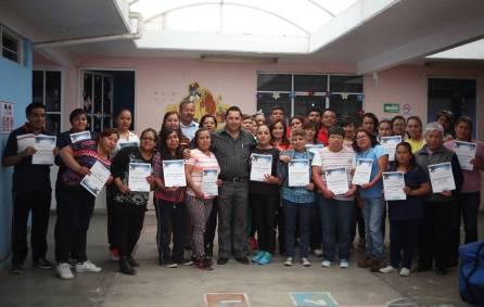 Raúl Camacho reconoce a personal del DIF Municipal, tras concluir curso de primeros auxilios1