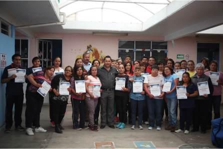 Raúl Camacho reconoce a personal del DIF Municipal, tras concluir curso de primeros auxilios4