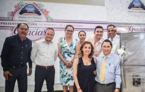 Convive alcalde Raúl Camacho con maestros de Mineral de la Reforma2
