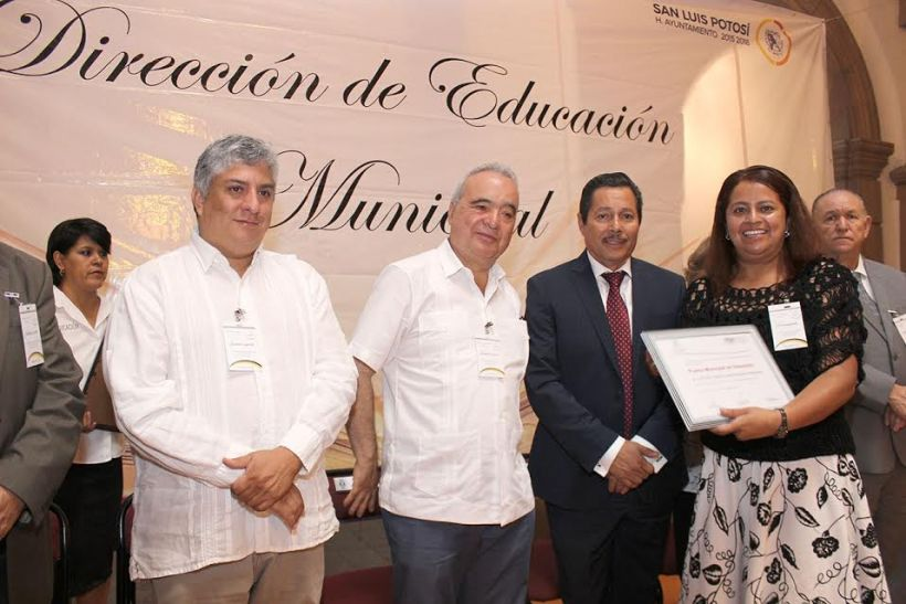 premio municipal de educación
