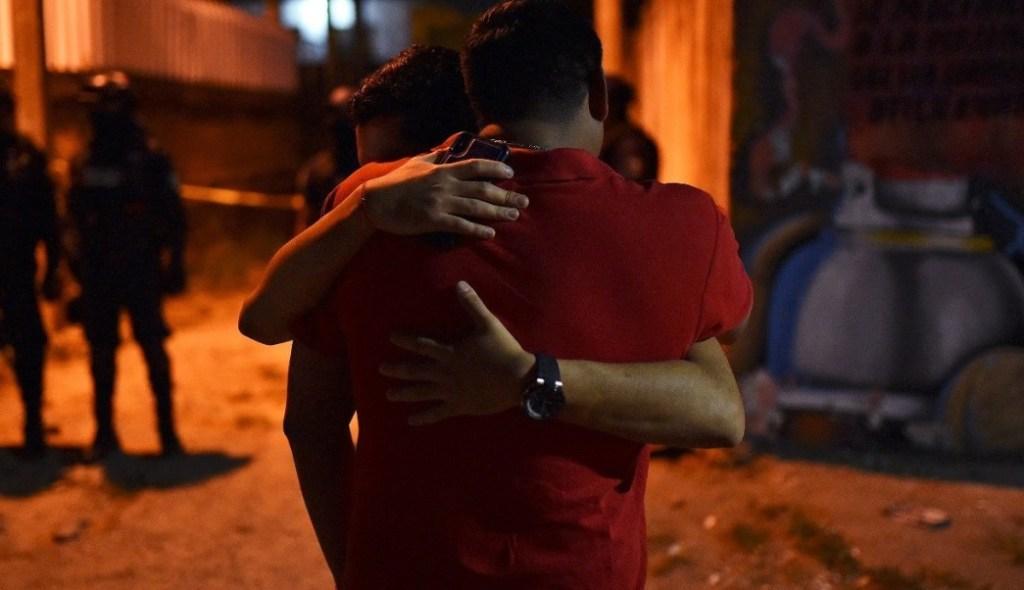"""Las mataron mientras bailaban"" afirma testigo de masacre de Minatitlán"