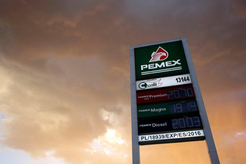 Plan de Negocios de Pemex no convence, cae el peso frente al dólar