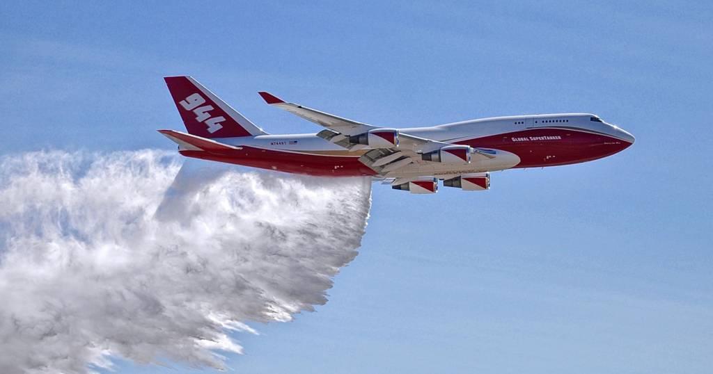 El Supertanker, un mega avión cisterna llega a combatir incendios en el Amazonas