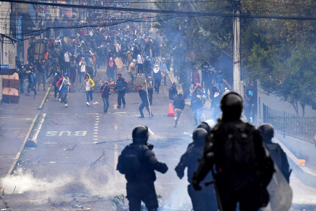 Lenín Moreno Presidente de Ecuador manda al Ejército a la calle para reprimir manifestaciones