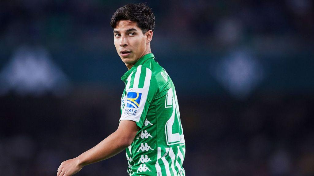 Operan a Diego Lainez por apendicitis y es baja indefinida del Real Betis
