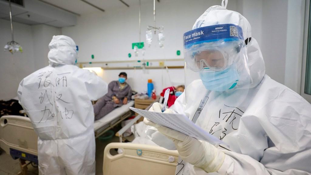 Expertos chinos revelan que la transmisión fecal es la razón por la que COVID-19 se propaga tan rápido