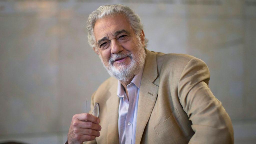 Plácido Domingo acepta toda la responsabilidad por denuncias de acoso sexual, ofrece disculpas