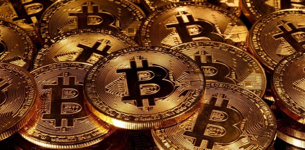 Alcanza nuevo récord, Bitcoin está arriba de 25,000 dólares