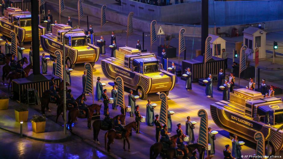22 momias de reyes y reinas recorrieron las calles de El Cairo en un desfile faraónico