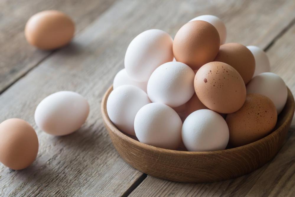 Dos huevos al día no hacen daño revela experto de la UNAM