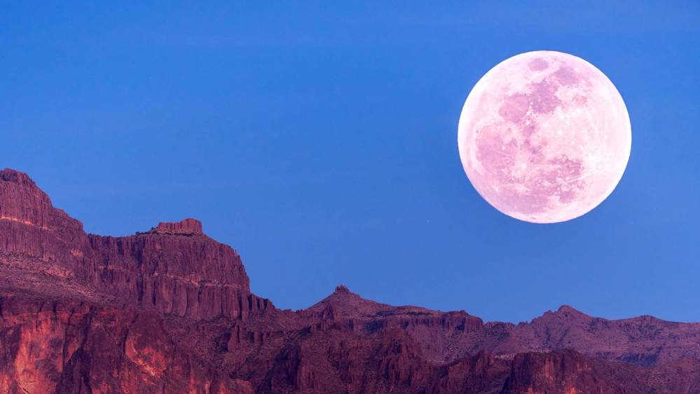 Esta noche la última superluna del año, 'la luna de fresa'