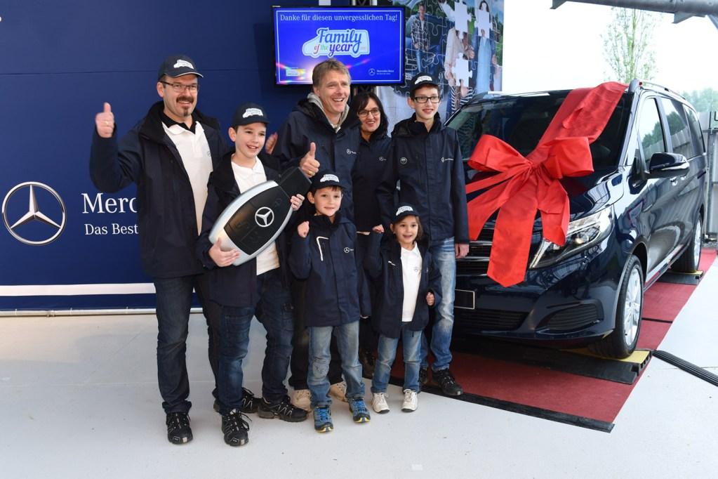 Event, Mercedes-Benz,  Family of the Year, Jörg Pilawa, Siegerfoto, Agentur Ravensburger