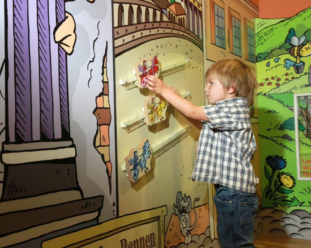 Kinderspielbereiche - Spielecke für Hotel und Gastronomie - JUFA Kempten  - Ravensburger Wandspiel