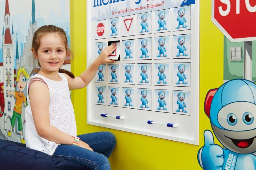Markenerlebniswelten - Spielecke für Handel und Shoppingcenter - Mercedes-Benz Kinderstadt - Kulissenwand memory®- Agentur Ravensburger