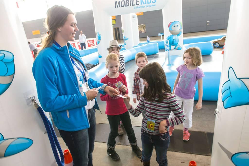 Event, Mobile Kinderverkehrsschule, MobileKids, Daimler, Merces-Benz, Elektroauto, Führerschein, Agentur Ravensburger