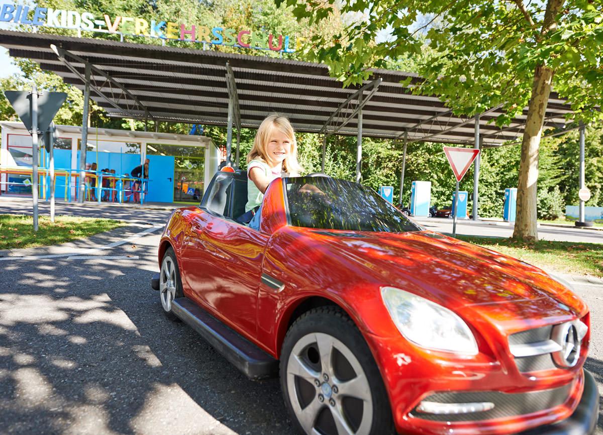 Ravensburger Spieleland, Freizeitpark, Erlebniswelten, Kindererlebniswelten, Markenerlebniswelten, Meckenbeuren, MobileKids-Verkehrsschule, Daimler, Mercedes SLK, Elektroauto, Agentur Ravensburger