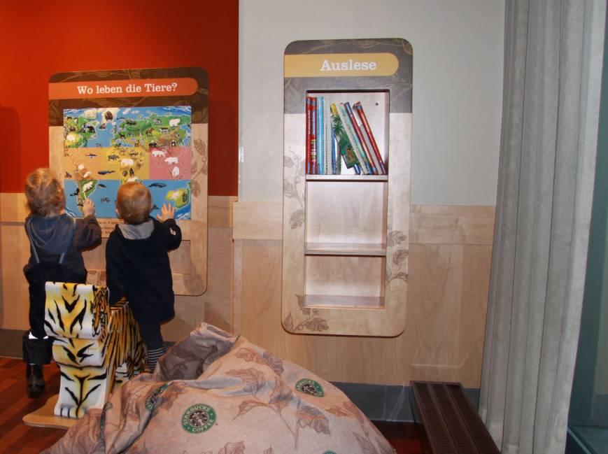 Kinderspielbereiche, Spielecke für Handel und Shoppingcenter, Spielecke im Wartebereich, Starbucks, memo, Puzzle, Bücherregal, Agentur Ravensburger