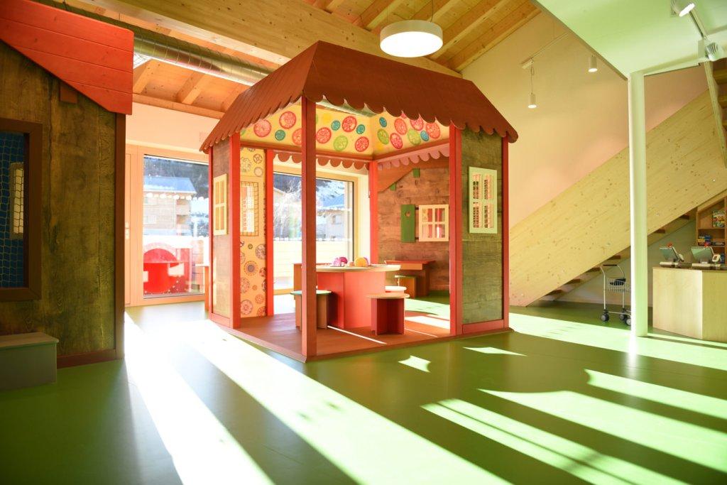 Spielecke für Hotel und Gastronomie - Pradas Resort Brigels - Maltisch - Häuschen