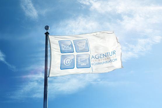 Voller Stolz flattert das Logo der Agentur im Wind. America first? NO, AgenturVS first!