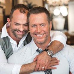 同志婚礼:Greg & Carl 两个男人与两只狗儿子