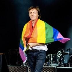 酷新闻:前披头四成员 保罗麦卡尼披彩虹旗挺同志
