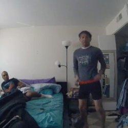 酷新聞:房東用房客臥室約炮 還拿房客禮服當毛巾