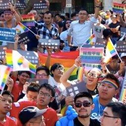 酷影音:婚姻平权《民法》初审通过 场外同志激动流泪