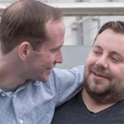 酷新闻:英国同志情侣 分享成为寄养家庭心路历程
