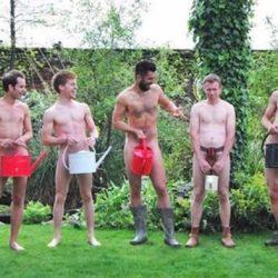 酷影像:帥哥一絲不掛 響應「全球裸體園藝日」