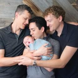 酷新闻:三人同志夫夫 打造多元有爱家庭 网友热烈讨论