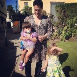 酷新闻:2岁儿爱穿裙  爸爸:那又怎样?快乐给孩子质疑我来扛