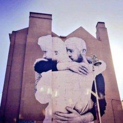 酷影像:愛爾蘭藝術家 用巨幅同性愛挺同性婚姻