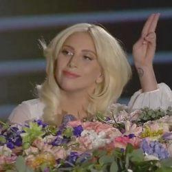 酷影音:Lady Gaga 演唱约翰蓝侬经典歌曲 惊艳欧洲