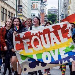 酷新闻:澳洲各地民众  上街争取同性婚姻平权