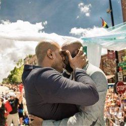 同志婚礼:游行中的感人婚礼Gary&Michael