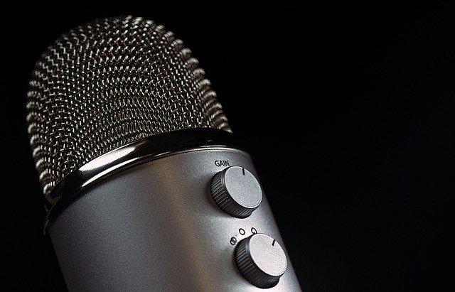 microphone-1172260_640