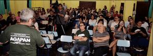 De frente para a plateia de mais de cem pessoas, Francisco Milanez fala sobre impactos da produção de celulose