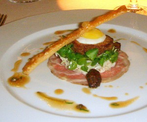 Salad of crisp pig's trotter and marinated veal rump