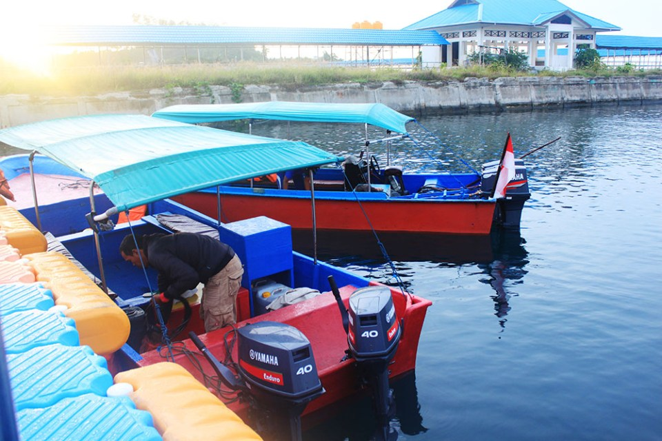 budget speedboat in raja ampat digital detox trip