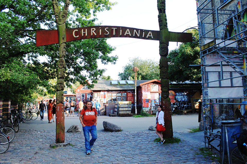 girl joins tour to christiania weed market