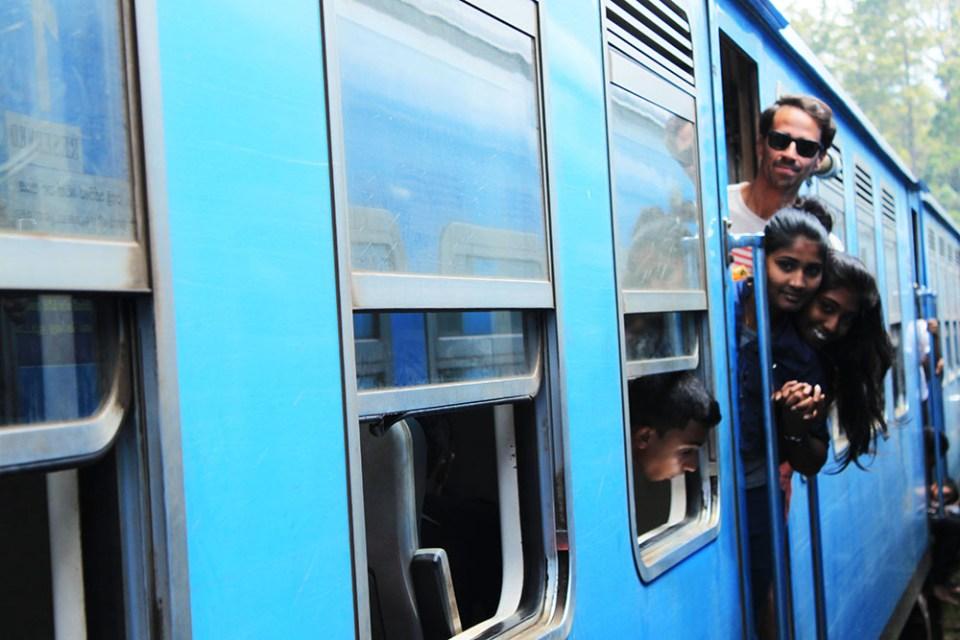 nuwara eliya-ella train ride sri lanka full with tourist