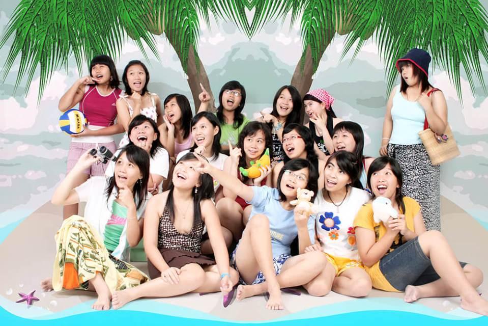 asian girls at the beach photo shoot anak kos  jogjakarta indonesia agirlnamedclara
