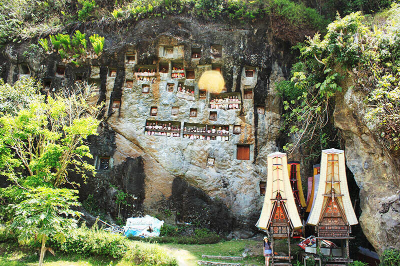 asian girl solo traveler stand in front of londa cave grave burial toraja trip indonesia_agirlnamedclara