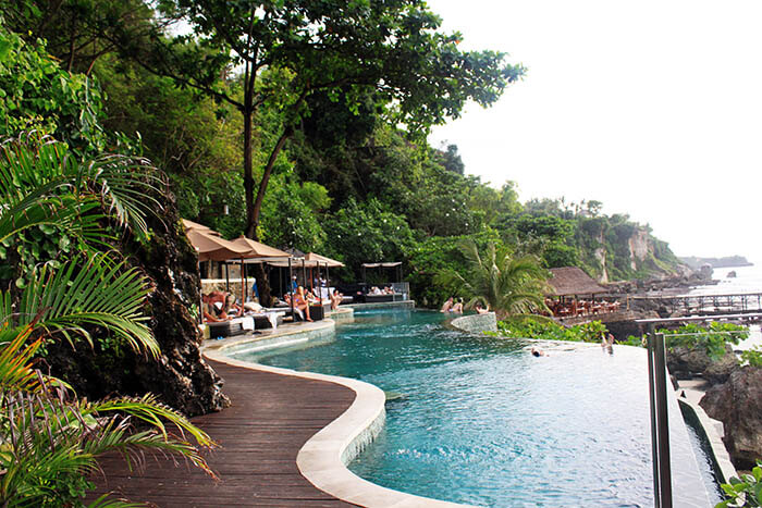ayana resort and spa bali infinity pool lush garden jimbaran_agirlnamedclara