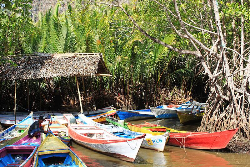 colourful boats bukit rammang rammang hills makassar sulawesi indonesia trip_agirlnamedclara