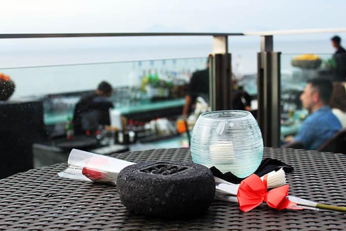 romantic date rock bar bali ayana resort and spa luxury travel_agirlnamedclara