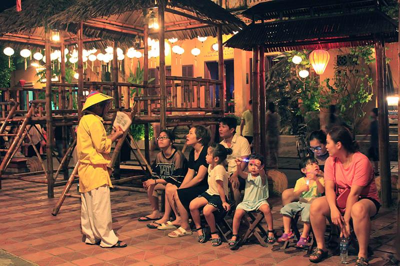 tourist join quiz game live show hoi an night market agirlnamedclara
